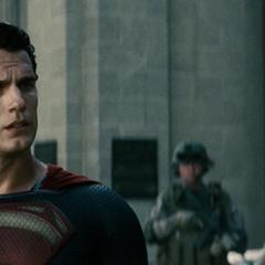 Clark se gana la confianza del ejército de los Estados Unidos.