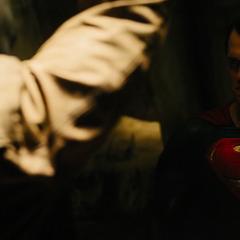 Superman viendo a Batman.