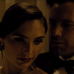 Diana es seducida por Bruce.