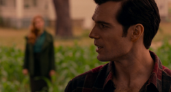 Clark le habla del anillo a Lois