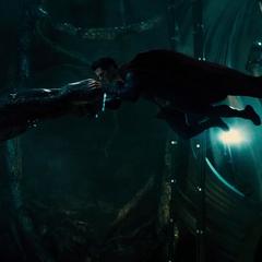 Superman confronta a Doomsday en la Fortaleza de la Soledad.