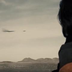 Superman impidiendo la destrucción del campo.