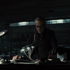 Alfred trabajando en la Baticueva.