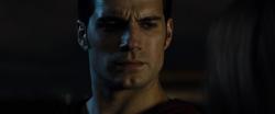 Clark dispuesto a huir
