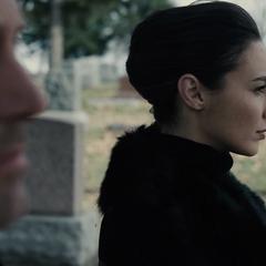 Diana y Bruce en el funeral de Clark.