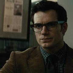 Clark enterándose del descubrimiento de Lois.