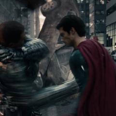 Superman y Zod luchando en Metrópolis.