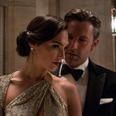 Bruce Wayne confronta a Diana Prince.