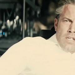 Flash a punto de hablar con Bruce.