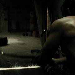 Bruce entrenando antes de enfrentar a Superman.