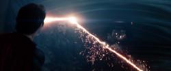Superman destruye la nave de Zod