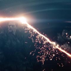 Superman dañando la Fortaleza de la Soledad.