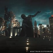 Batman v Superman - Dawn of Justice Statue