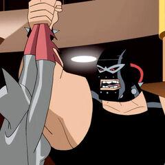 Bane captures Batwoman.