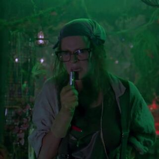 Uma Thurman as Pamela Isley.