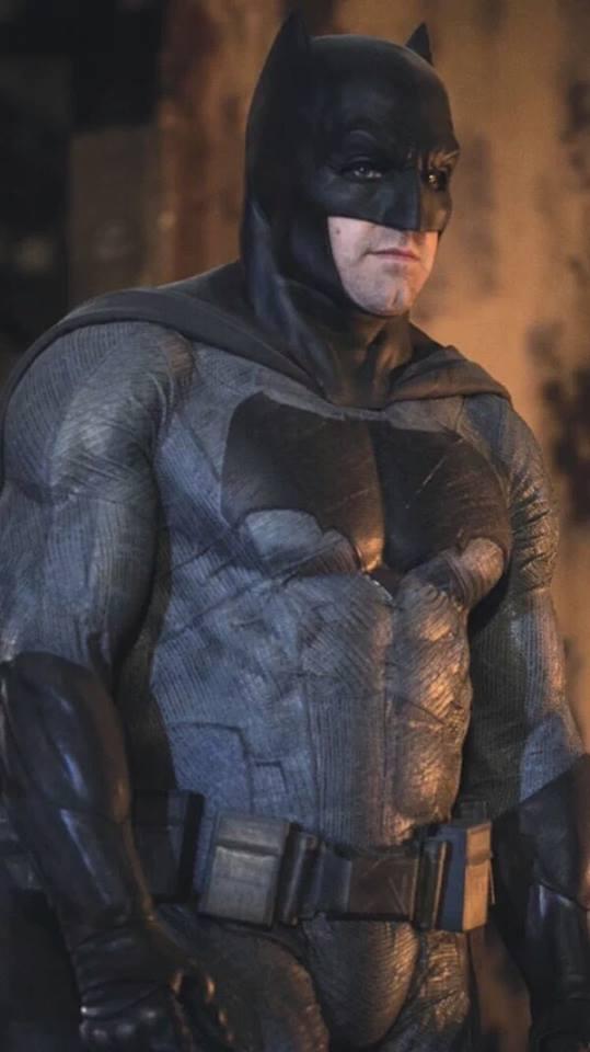 https://vignette.wikia.nocookie.net/dcmovies/images/6/60/Batman_Affleck.jpg/revision/latest?cb=20160218060132
