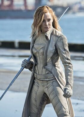 White Canary Arrow