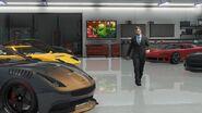 Aston Martin Vanquish Abklatsch in der garage eines Angebers