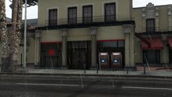Maze Bank Del Perro