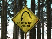 Verkehrsschild Hairpin Turn Ahead