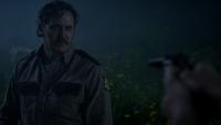 1x07 shérif Boyd Heelan visé en joue pistolet teacher révélation Garrett Sykes