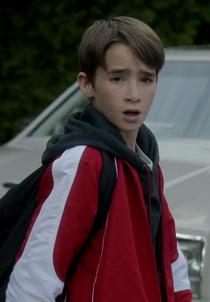1x07 Damon Crowley jeune