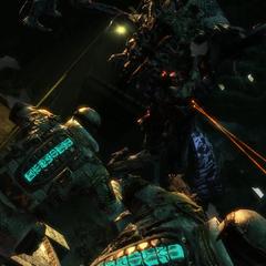 Инопланетный некроморф атакует 2-х солдат <a href=
