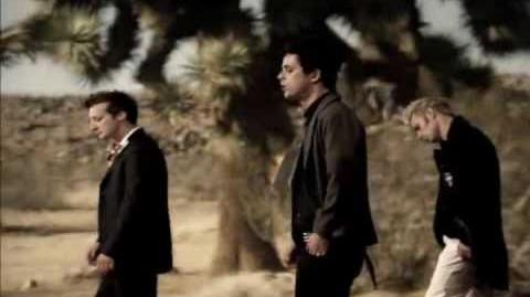 Boulevard Of Broken Dreams - Green Day Official Video HD
