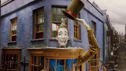 1000px-Exterior of Weasleys Wizards Wheezes shop