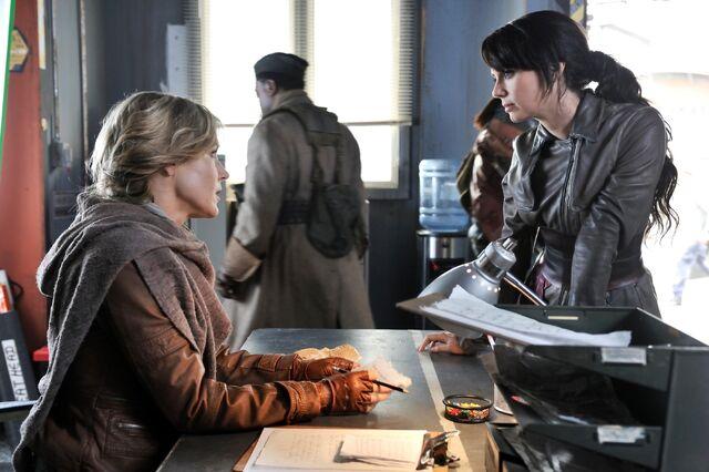 File:005 Pilot episode still of Amanda Rosewater and Kenya Rosewater.JPG