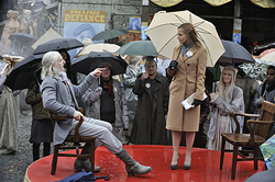 File:001 Past Is Prologue episode still of Datak Tarr and Amanda Rosewater 250px.png