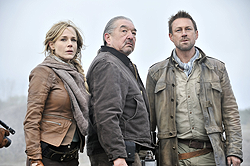 008 Pilot episode still of Amanda Rosewater, Rafe McCawley and Joshua Nolan 250px
