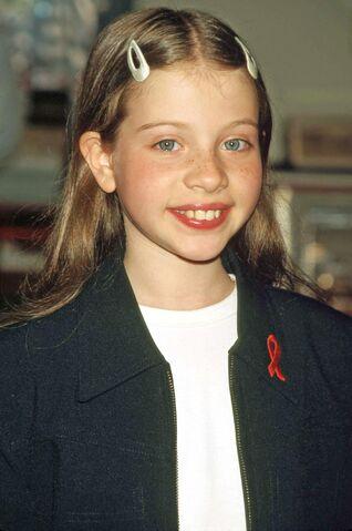 File:Michelle-trachtenberg-harriet-the-spy-movie-premiere-hq-03-1500.jpg