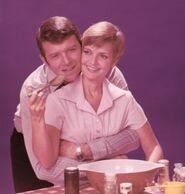 Mike-and-Carol-Brady-the-brady-bunch-5618241-311-326