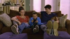 Family-3-one-tree-hill-nathan-haley-jamie-18554951-624-352
