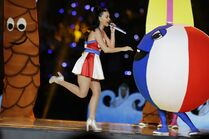 Katie-perry-beach-ball-tree-super-bowl