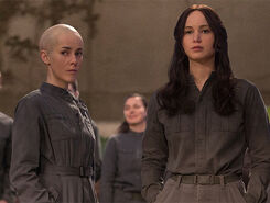 Mockingjay-part-2-johanna-katniss-main