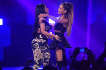 Ariana-Hugs-Nicki