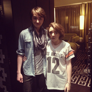 Maisie-Williams-Isaac-Hempstead-Wright-game-of-thrones-35955811-598-597