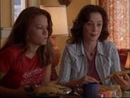 Haley-and-karen-one-tree-hill-moms-3347067-1280-960