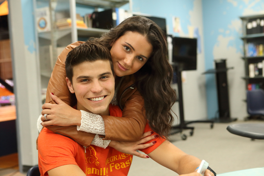 are any degrassi characters dating in real life