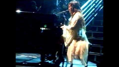 """Demi Lovato - """"Skyscraper (Live in New York - fan video)"""""""