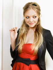 Amanda-Seyfried-in-Red-Attire
