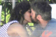 Gerard butler kissing laurie cholewa may 2010 (1)