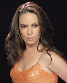Holly-Marie-Combs-ch01