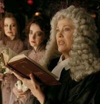 Juíza Strauss e mulheres de cara branca