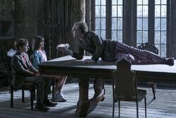 Klaus, Violet e o conde Olaf em Desventuras em Série (série de TV)