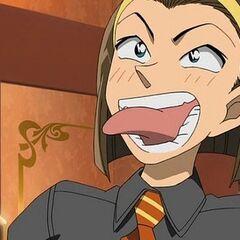 Sonoko imitando a Kogoro