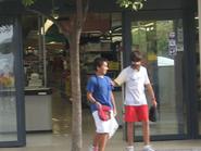 Pepito y Pepón saliendo del mercado pregabado