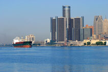 Detroit-RenCen-River